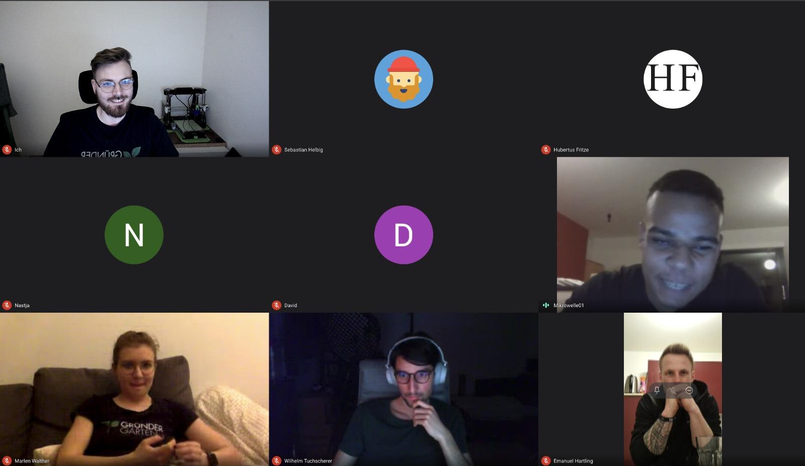 9 Personen in einer Video-Konferenz