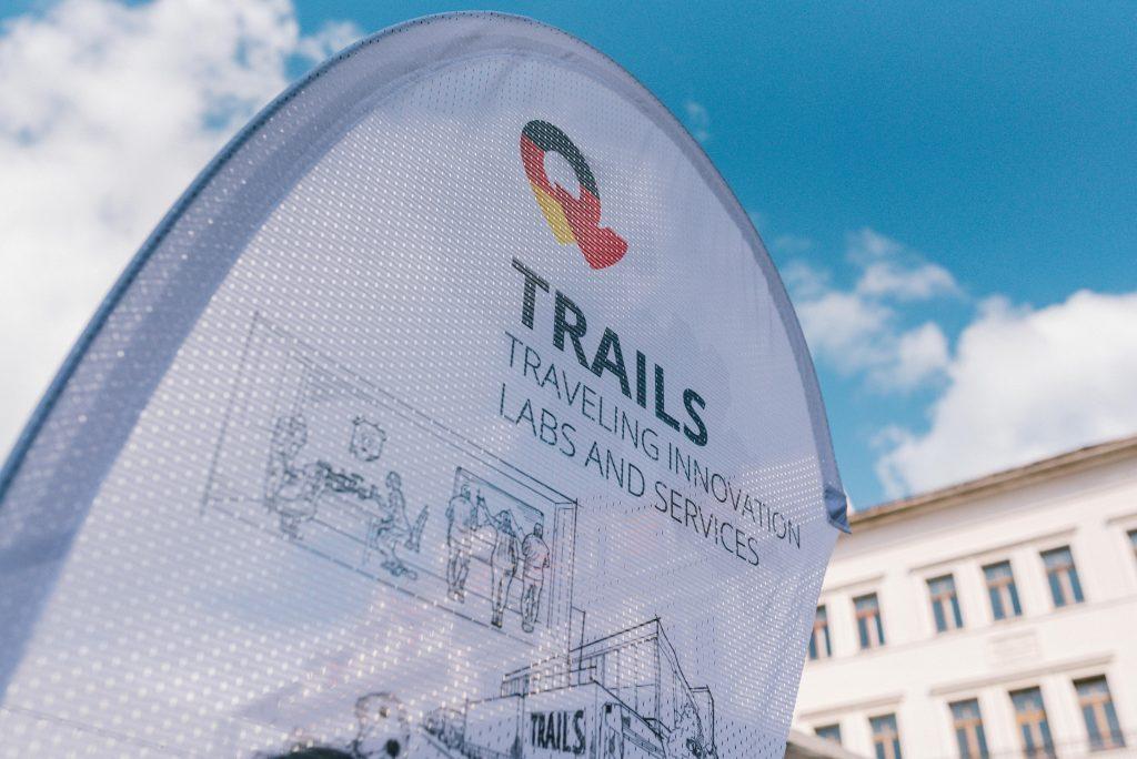 TRAILS-Fahne